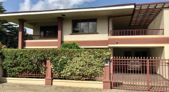 4 Bedroom Townhouse For Rent in Cantonment